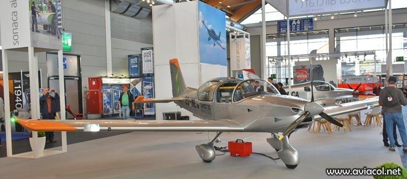 El prototipo, OO-NEW, visto en la feria AERO Friedrichshafen en abril de 2019.