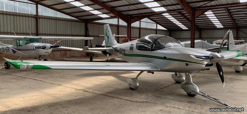 El primer demostrador, OO-SON, fotografiado en un hangar en el aeródromo de Namur (EBNM).