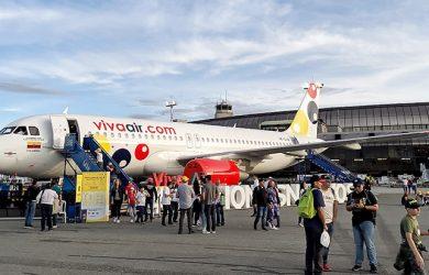 Airbus A320 de Viva Air aterrizando en el Aeropuerto José María Córdova de Medellín.