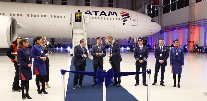 Presentación del primer Boeing 777 de LATAM Airlines con nuevas cabinas.