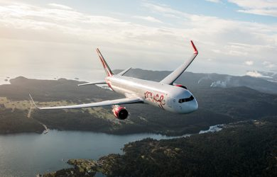 Boeing 767-300ER de Air Canada Rouge en vuelo.