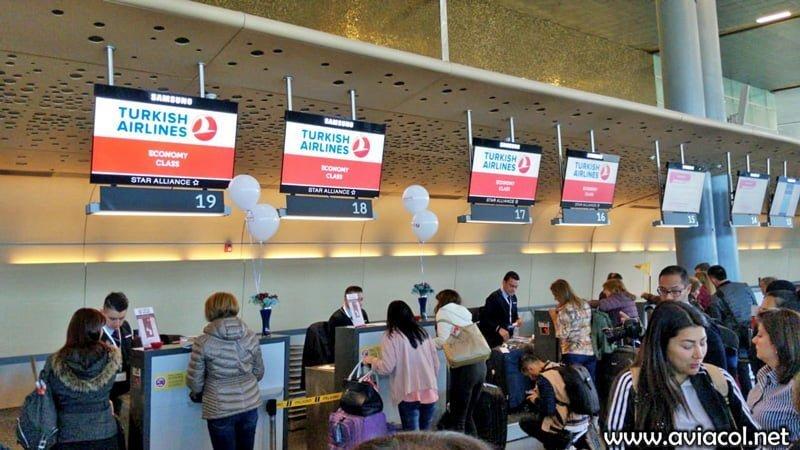 Counter de Clase económica de Turkish Airlines en Bogotá.
