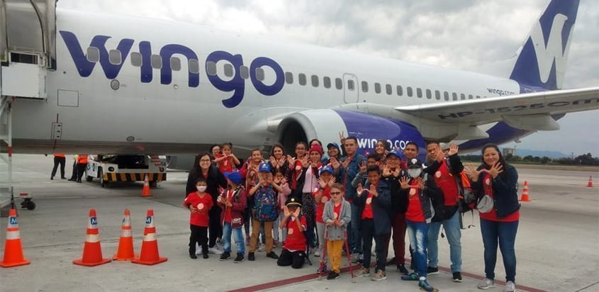 Niños que conocieron el mar con Wingo y Sanar.