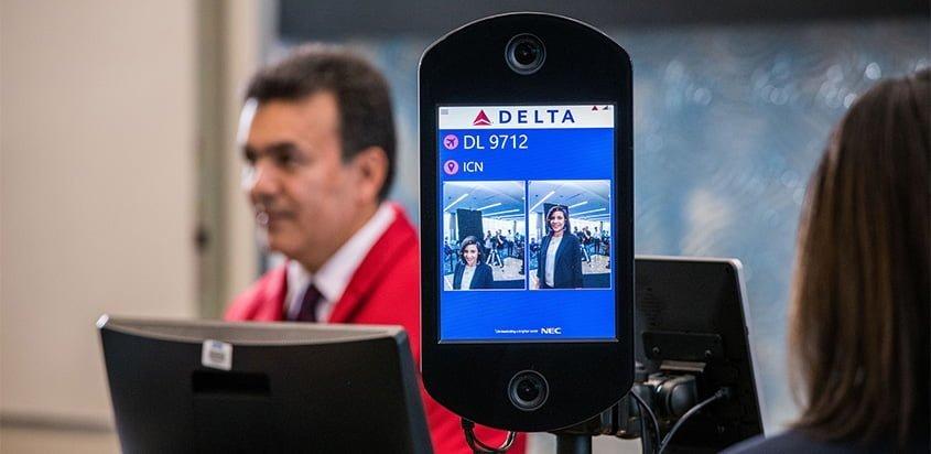 Tecnología de reconocimiento facial de Delta Air Lines en Atlanta.