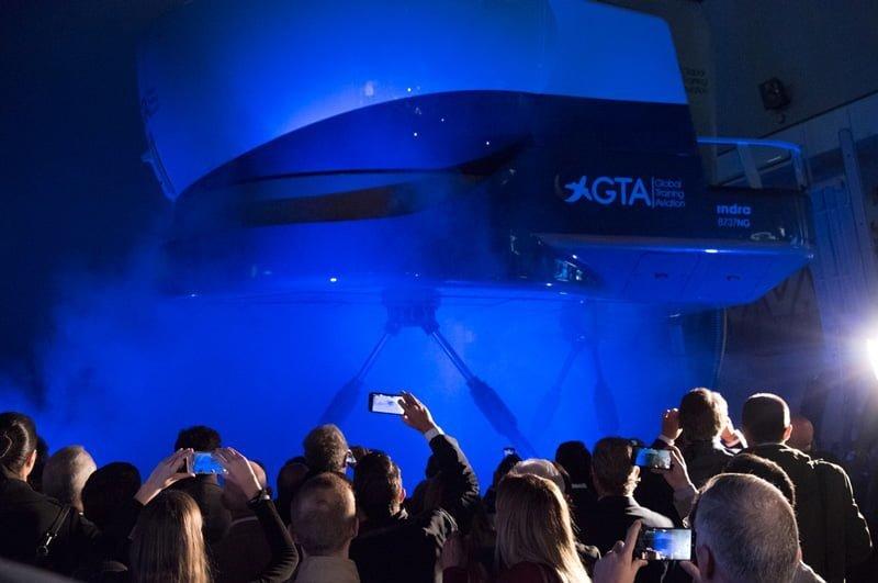 Inauguración del Simulador de Boeing 737, nivel D, de GTA.
