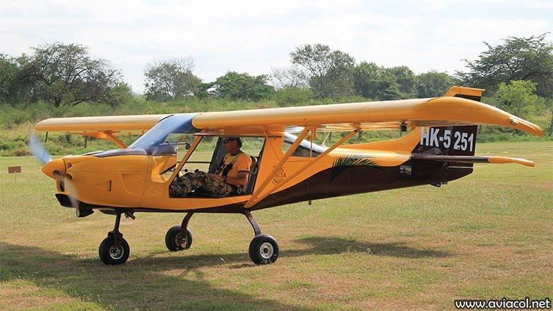 Aeronave WA500. (a) Convencional - Doble Comando.
