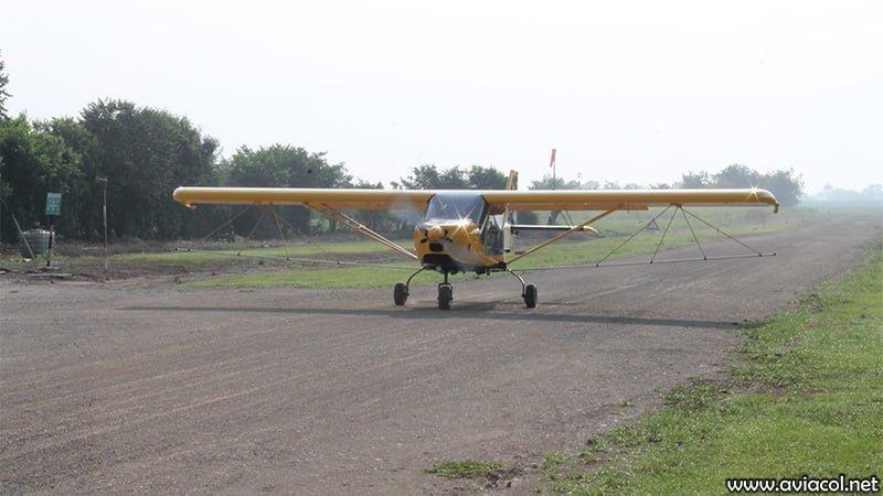 Aeronave WA500-AG en pista de tierra