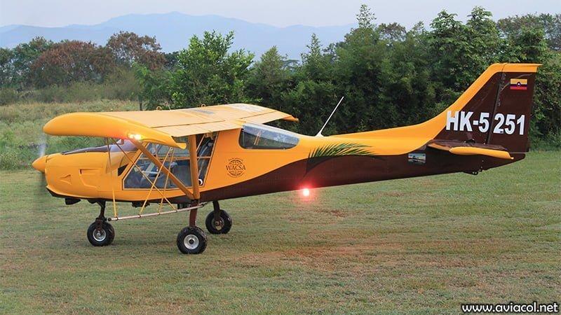 Aeronave WA500-AG en pista de césped