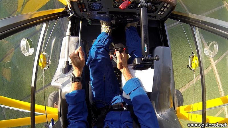 El diseño de cabina del WA500-AG permite una visibilidad excepcional para aspersión aérea.