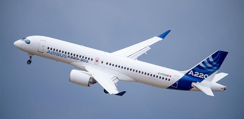 Airbus A220 en vuelo.