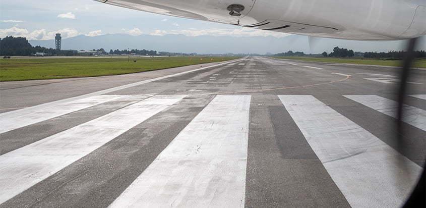 Cabecera de la pista 13R del Aeropuerto Internacional El Dorado de Bogotá.
