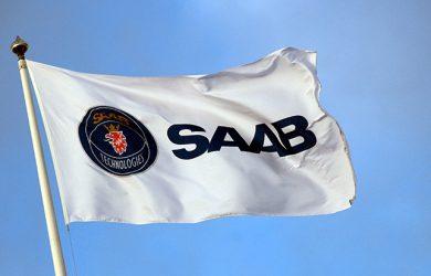 Logo de Saab en su bandera.