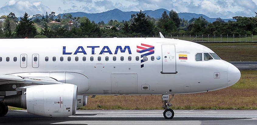 Airbus A320 de LATAM Airlines Colombia en Medellín.