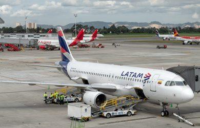 Airbus A320 de LATAM Airlines en el Aeropuerto Eldorado de Bogotá.