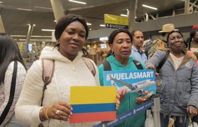 Vuelo inaugural de JetSmart entre Santiago y Cali.