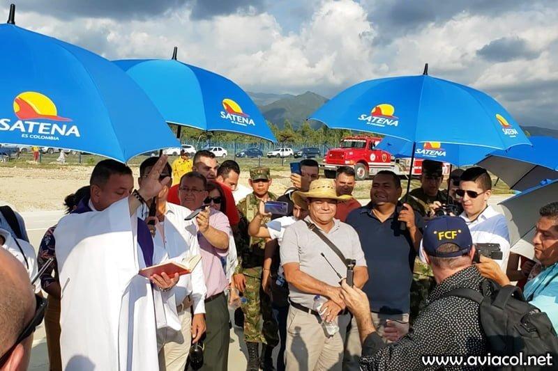 Bendición al vuelo inaugural de Satena entre Bogotá y Aguachica.