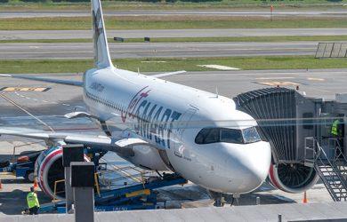 Airbus A320neo de JetSmart en Bogotá luego de su vuelo inaugural desde Santiago de Chile.