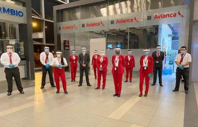 Personal de Avianca en un vuelo de repatriación.