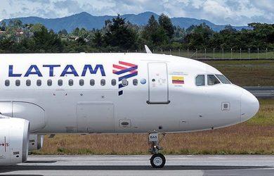 Airbus A320 de LATAM Airlines en Medellín.
