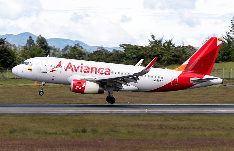Airbus A319 de Avianca aterizando en Medellín.