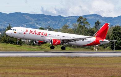 Airbus A321 de Avianca aterrizando en Medellín.