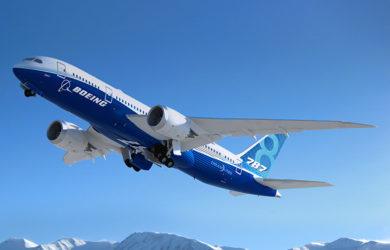 """Boeing 787-8 """"Dreamliner"""" en colores de Boeing."""