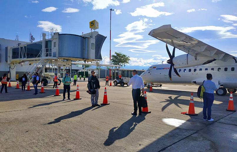 Primer vuelo del plan piloto de reactivación en Colombia.
