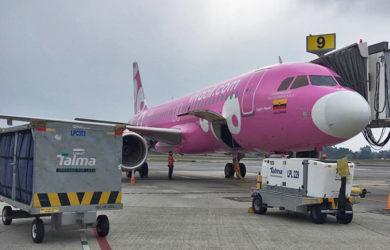 Airbus A320 de Viva Air operando el primer vuelo internacional de la reactivación en Colombia.