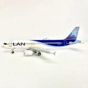 Modelo Airbus A320 de LAN a escala 1:200.