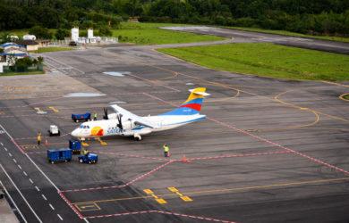 ATR 42 de Satena en el Aeropuerto Gustavo Artunduaga de Florencia.