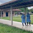 Médicos apoyando a comunidades indígenas en Brasil.