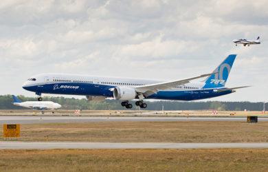 Boeing 787-10 aterrizando en Charleston, Carolina del Sur.
