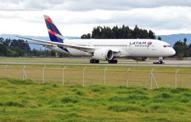 Boeing 787-8 de LATAM Airlines en Bogotá.