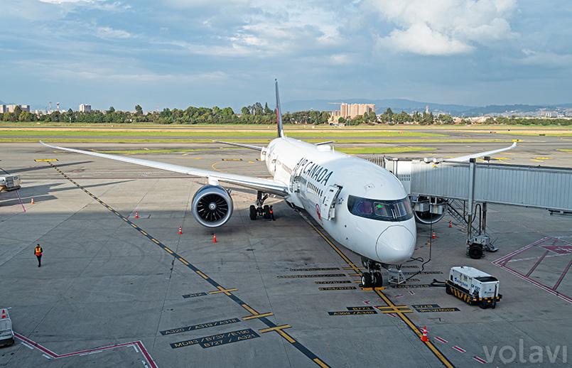 Boeing 787-9 de Air Canada en Bogotá.