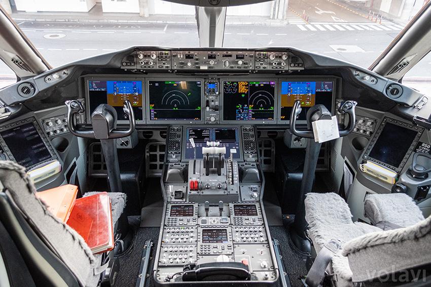 Cabina de un Boeing 787-9 de Air Canada estacionado en Bogotá.