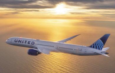 Boeing 787-10 de United Airlines en el atardecer.