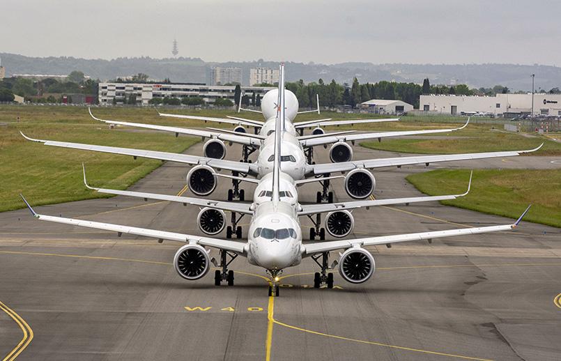 Familia de aviones de Airbus en formación.