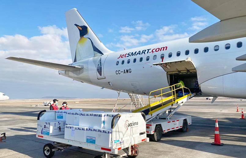 Transporte de vacunas en un Airbus A320 de JetSmart.