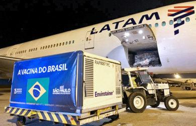 Boeing 777-300ER de LATAM Cargo transportando insumos de CoronaVac.