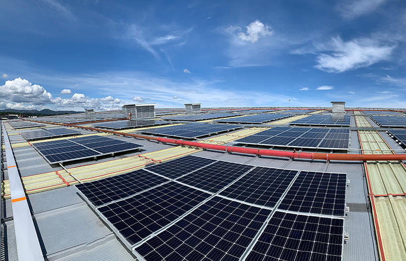 Paneles solares en el MRO de Avianca en Rionegro.