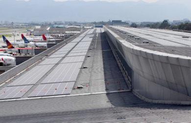 Paneles solares del Aeropuerto Eldorado de Bogotá.
