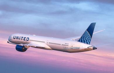 Boeing 787-10 de United Airlines en vuelo.