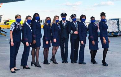 Tripulación femenina en el día de la mujer de American Airlines.