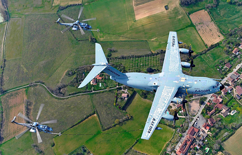Reabastecimiento en vuelo de helicópteros del A400M.
