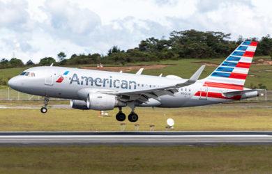 Airbus A319 de American Airlines aterrizando en Rionegro.