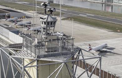 Torre remota de Saab en el London City Airport.