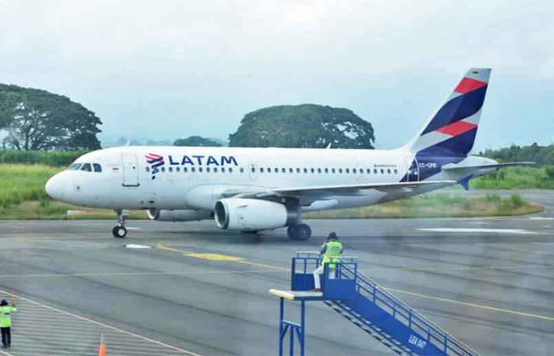 Airbus A319 de LATAM Airlines en Armenia.
