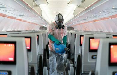 Protocolos de bioseguridad en un Airbus A321neo de Avianca.