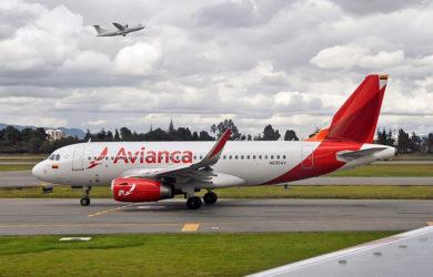 Airbus A319 de Avianca en el aeropuerto Eldorado de Bogotá.