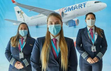 Tripulación femenina de JetSmart en campaña contra la violencia hacia la mujer.